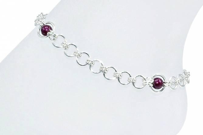 Bilde av Sølv ankellenke med vinrøde perler
