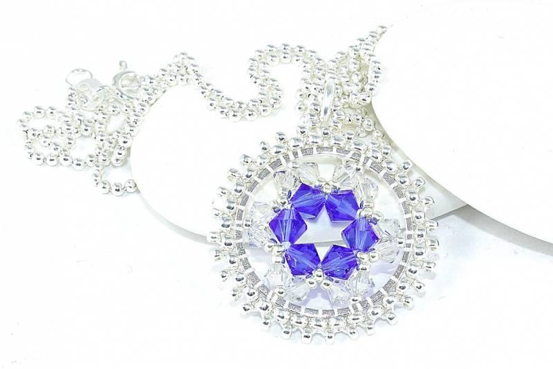 Bilde av Rundt halssmykke med krystaller