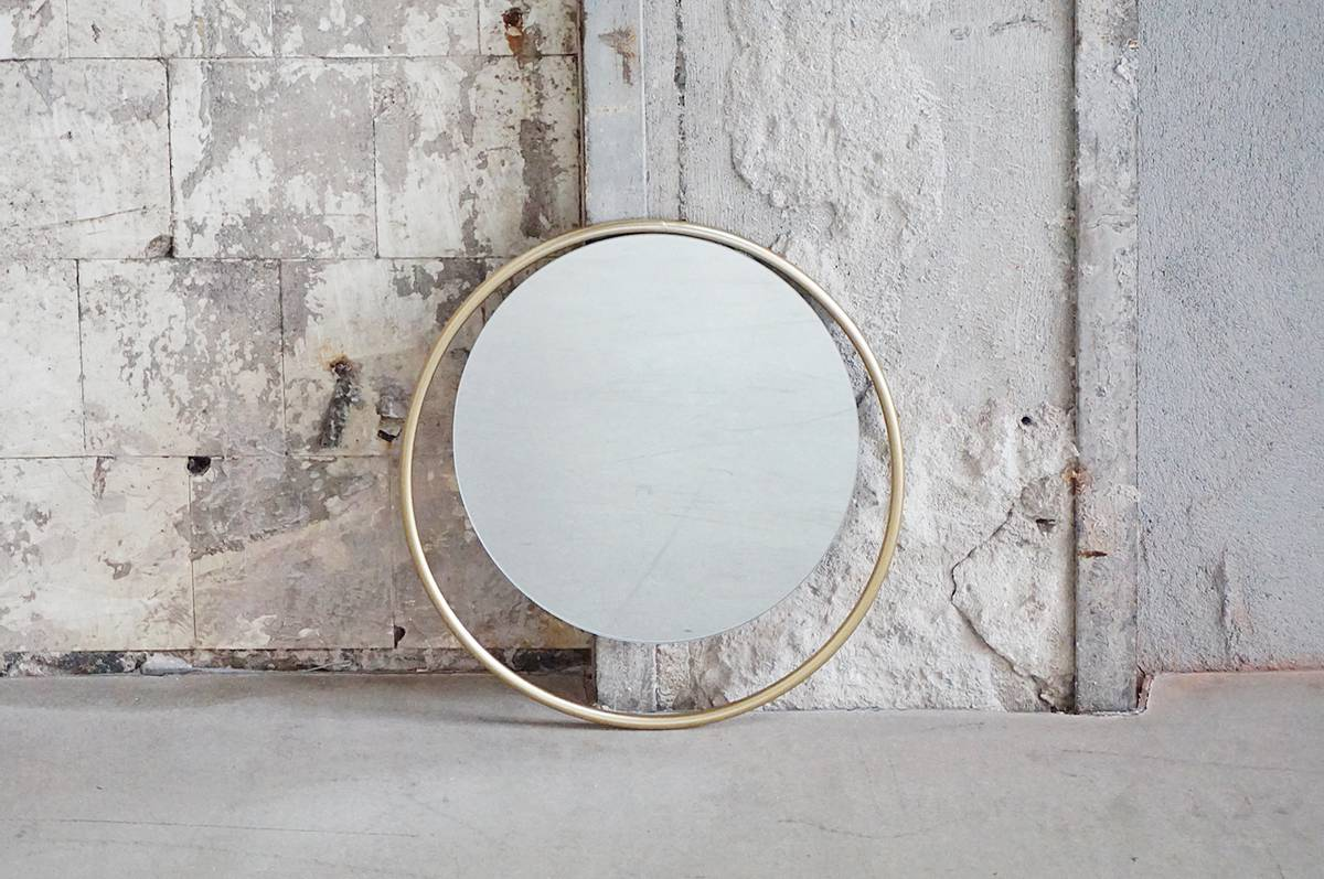 Speil med gull ramme