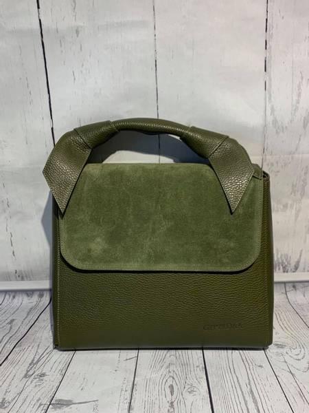 Bilde av Skinnveske med semsket og glatt skinn Armygrønn