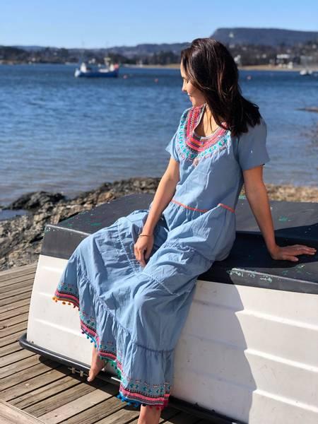 Bilde av Sommerkjole, kortermet lyseblå bomullskjole med