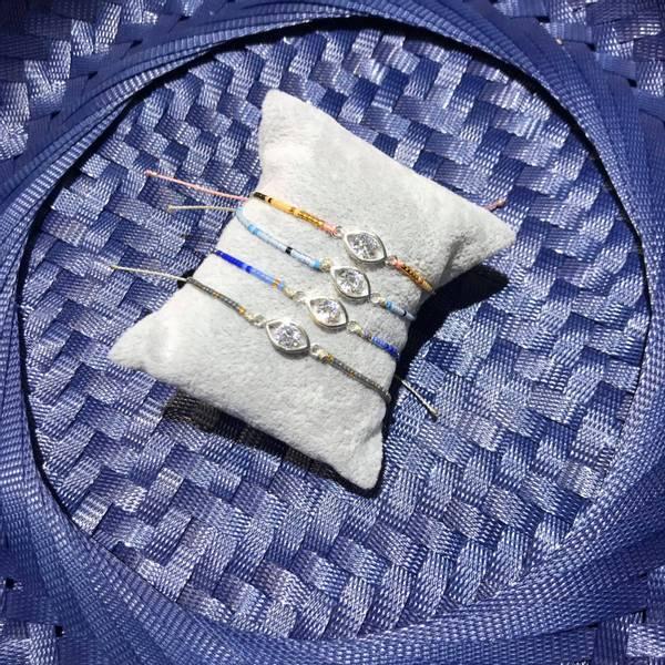 Bilde av Armbånd med miniperler makramelås og øye med