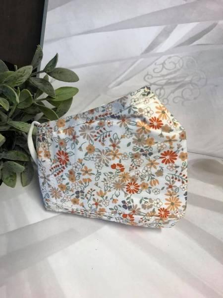 Bilde av Munnbind 3-lags hvit med små oransje blomster