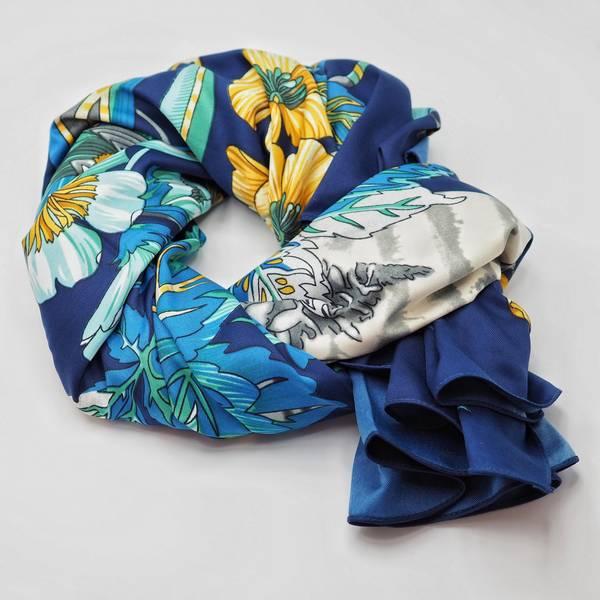 Bilde av Stort skjerf blått m gule blomster, grått i