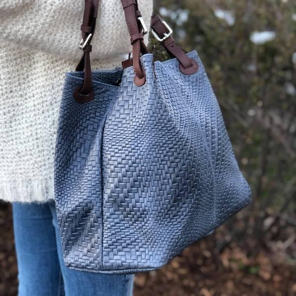Bilde av Flettet skinnveske jeansblå