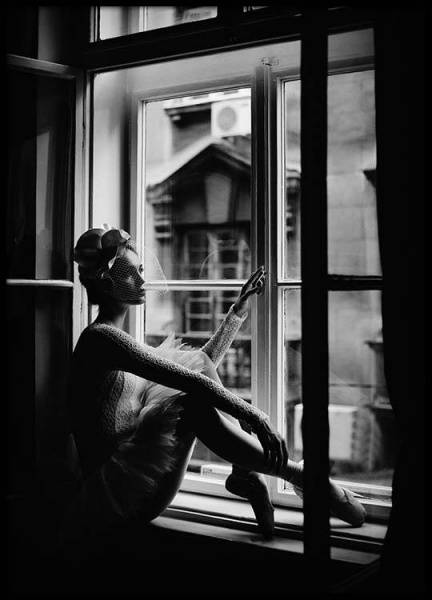 Bilde av BALLERINA IN WINDOW POSTER