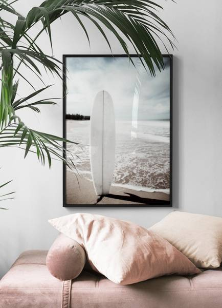 Bilde av SURFBOARD ON THE BEACH POSTER