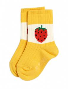 Bilde av MINI RODINI Strawberry Ribbed Socks Yellow