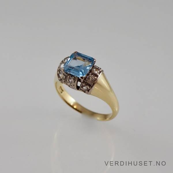 Bilde av Ring i 14 K gull med blå og blanke stener