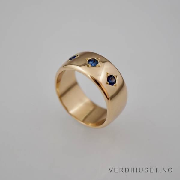 Bilde av Massiv ring i 14 K gull med 3 blå stener