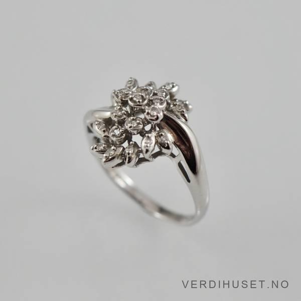 Bilde av Ring i 14 K hvitt gull med diamanter