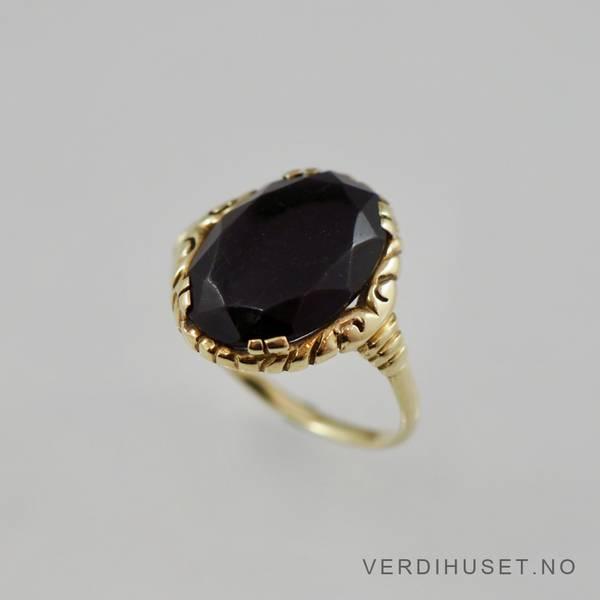 Bilde av Ring i 14 K gull med sort sten