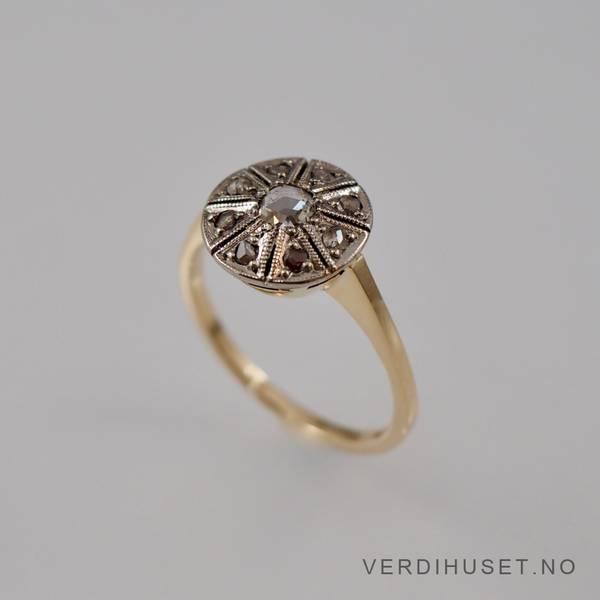 Bilde av Ring i 14 K gull med blanke stener