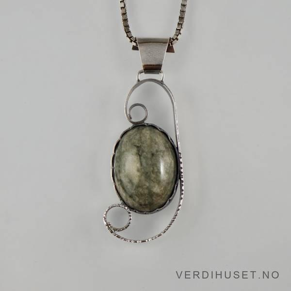 Bilde av Anheng i sølv med grønn sten