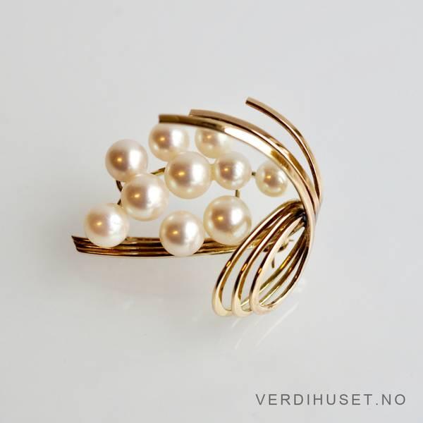 Bilde av Brosje i 14 K gull med perler
