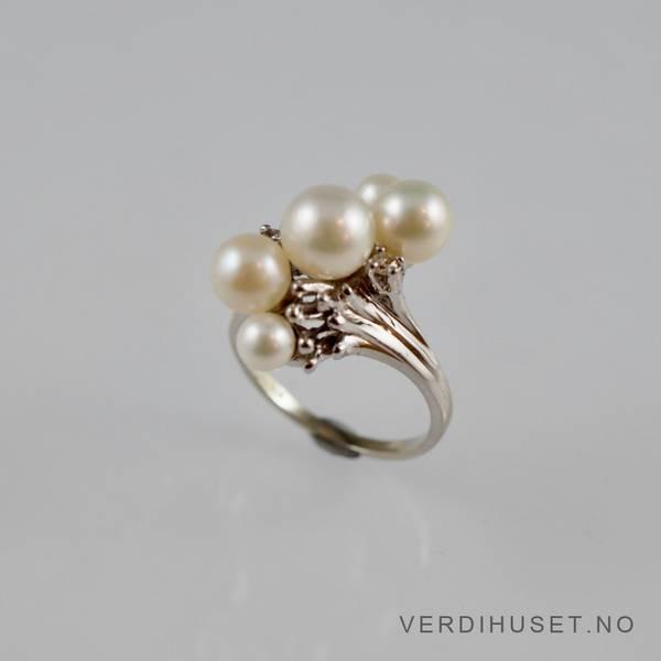 Bilde av Ring i 14 K hvitt gull med perler og diamanter