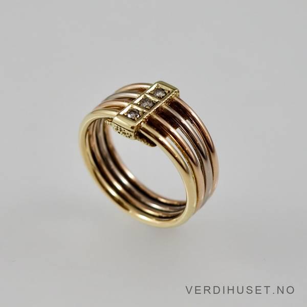 Bilde av Ring i 14 K gull med 3 blanke stener