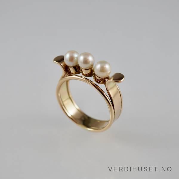 Bilde av Ring i 14 K gull med 3 perler
