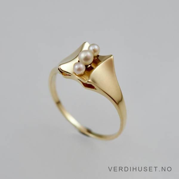 Bilde av Ring i 14 K gull med perler