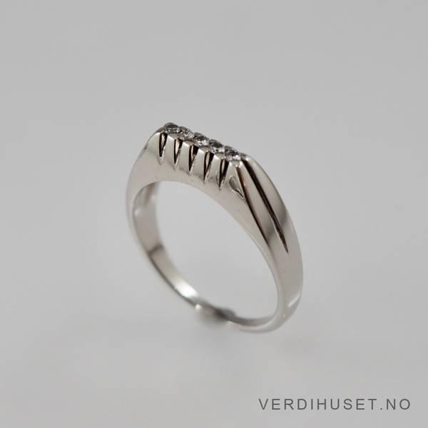 Bilde av Ring i 14 K hvitt gull med blanke stener