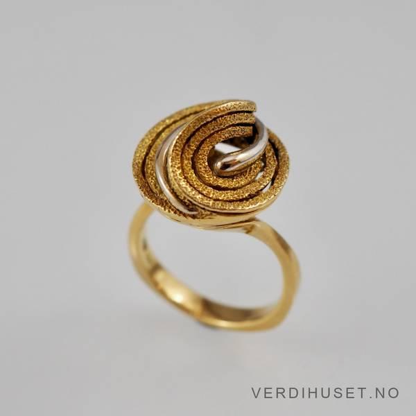 Bilde av Ring i 18 K gull