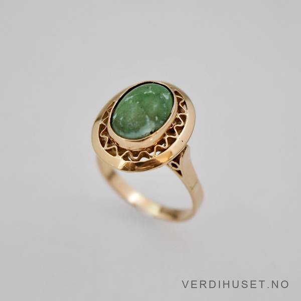 Bilde av Ring i 18 K gull med grønn sten