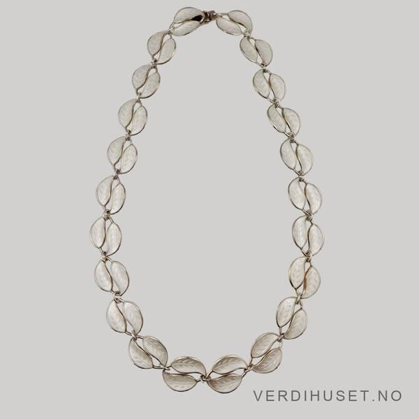 Bilde av Halssmykke i sølv med hvit emalje