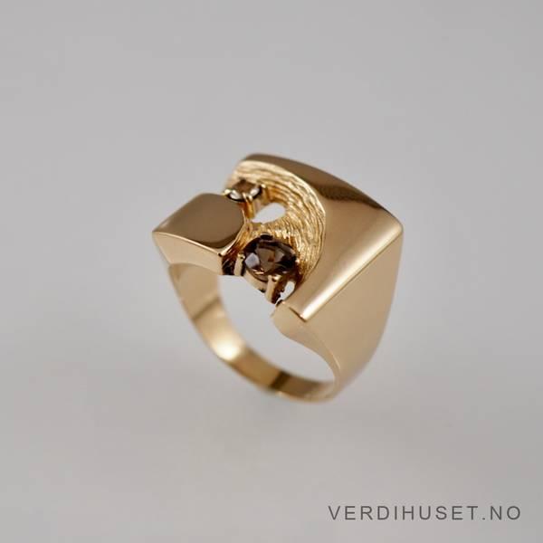 Bilde av Ring i 14 K gull med brun og blank sten