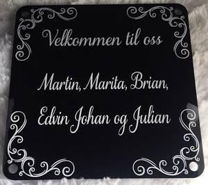 Bilde av Dørskilt m/hjørnebord- 20x20-sort