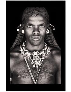 Bilde av Samburu Warrior Kenya -FORHÅNDSBESTILLING
