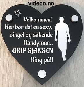 Bilde av Akrylskilt- Her bor en sexy,singel og søkende Handyman...