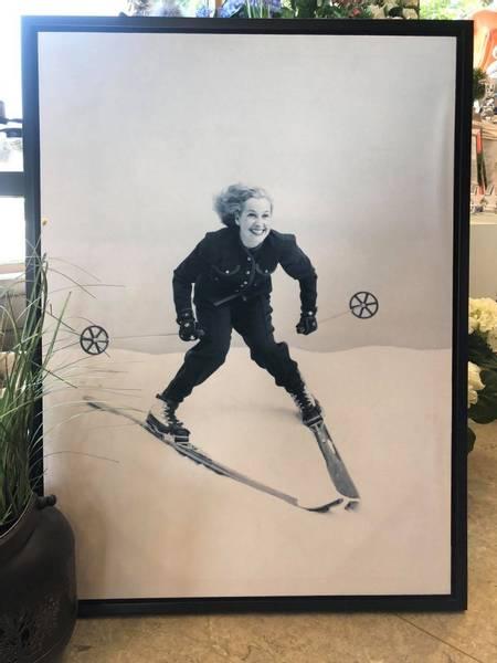 Lerret bilde, dame på ski