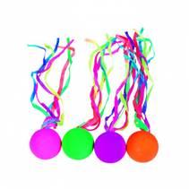 Sprettball med silkebånd