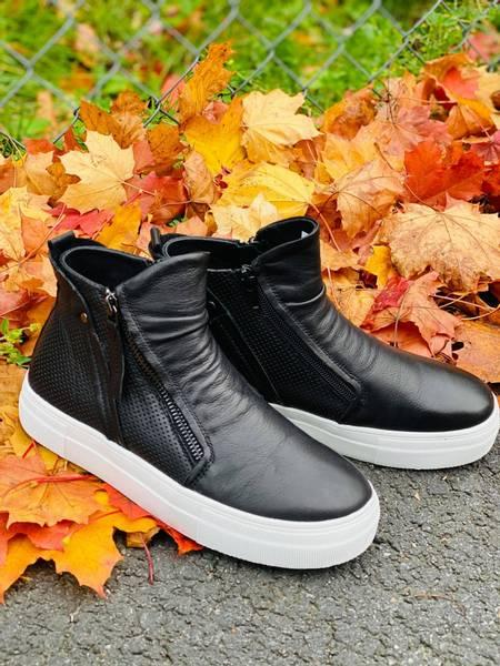 Trendy boot i sort skinn med Grete Waitz dempesåle
